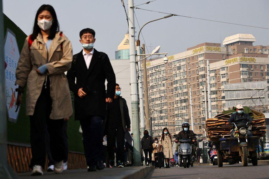 Face à une montée du covid-19, la Chine impose de nouveaux confinements