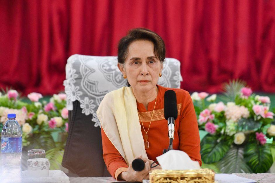 La junte birmane boycotte un sommet international, Aung San Suu Kyi témoigne à son procès