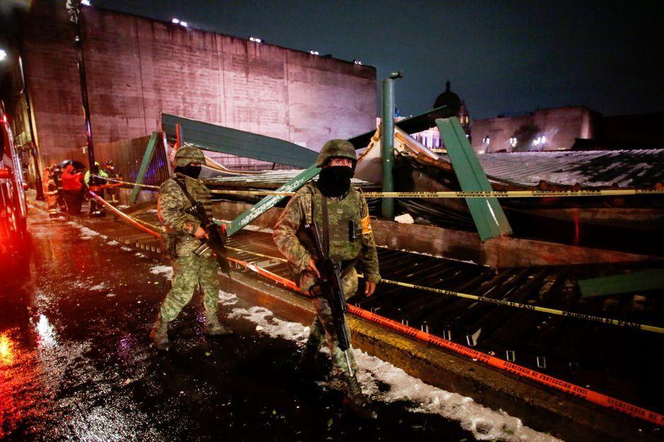 Le toit du plus important temple aztèque de Mexico s'effondre
