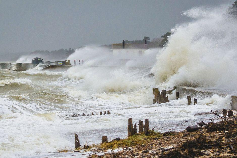 Les impressionnantes images de la tempête Dennis