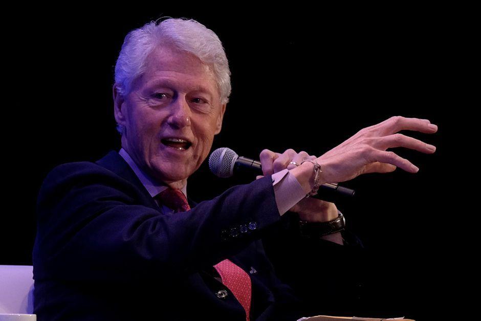 Bill Clinton : Nuit supplémentaire à l'hôpital pour l'ex-président américain