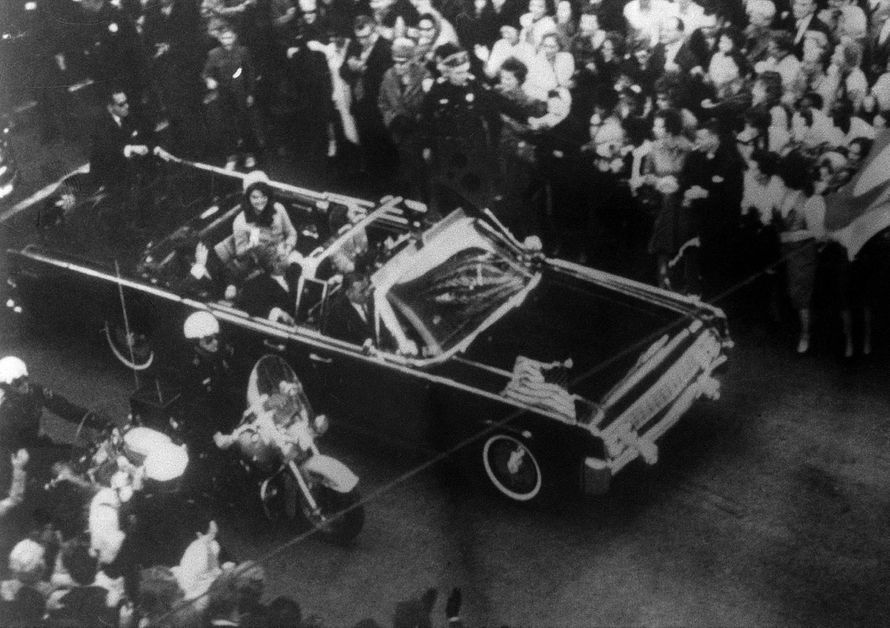 """Oliver Stone : """"C'est la CIA qui a tiré sur Kennedy"""""""