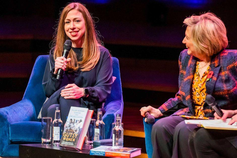 """""""Tu seras toujours mon bébé"""" : Hillary et Bill Clinton fêtent les 40 ans de Chelsea"""