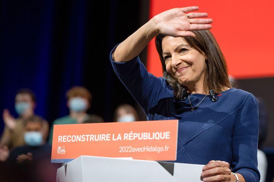 """A Lille, Anne Hidalgo promet d'aller """"jusqu'au bout"""""""