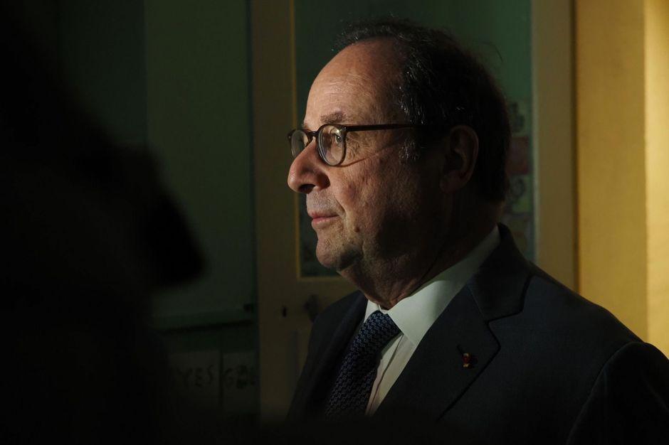 François Hollande exfiltré d'une librairie de Montreuil