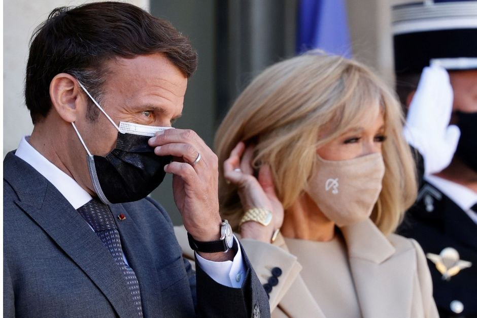 «J'écoute ce qu'elle dit et ce qu'on lui dit», Emmanuel Macron évoque son épouse Brigitte