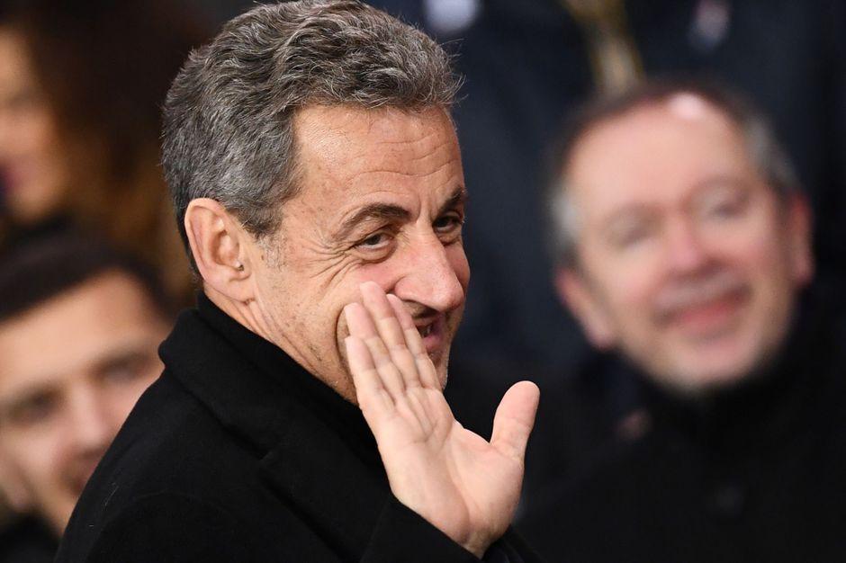 """Nicolas Sarkozy, son """"signe d'amitié et de fidélité"""" aux Républicains"""