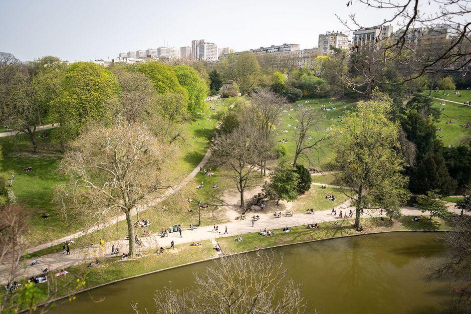 Enquête ouverte après une fête géante aux Buttes-Chaumont à Paris