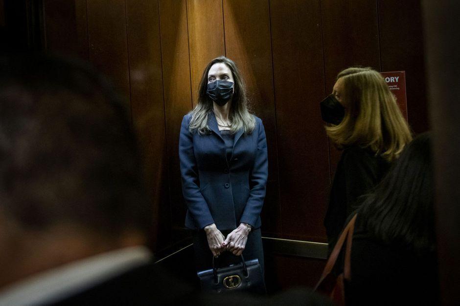 Angelina Jolie rencontre les gymnastes américaines au Congrès et salue leur courage