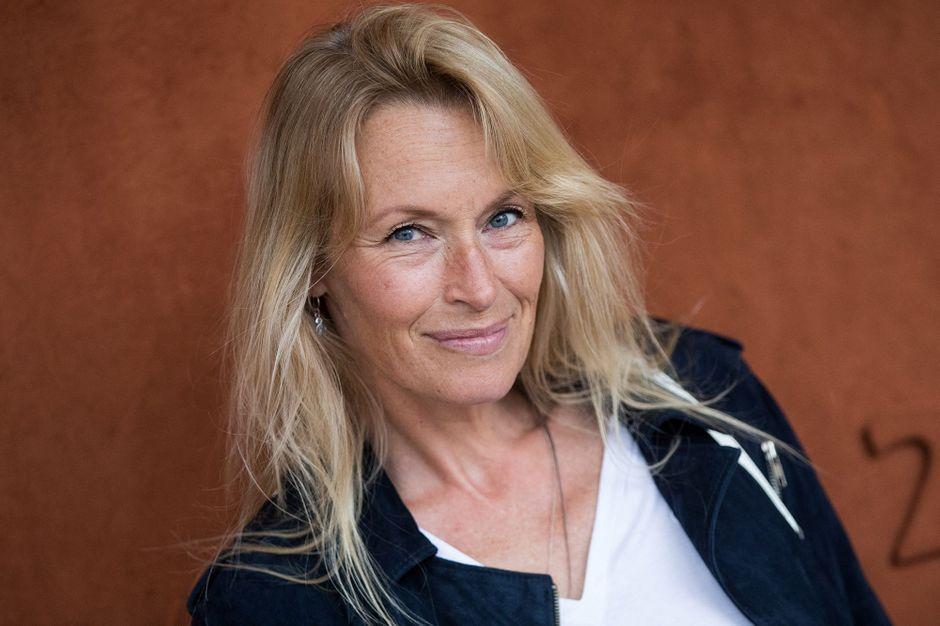 Estelle Lefébure dévoile une photo d'elle avec ses trois enfants - Paris Match