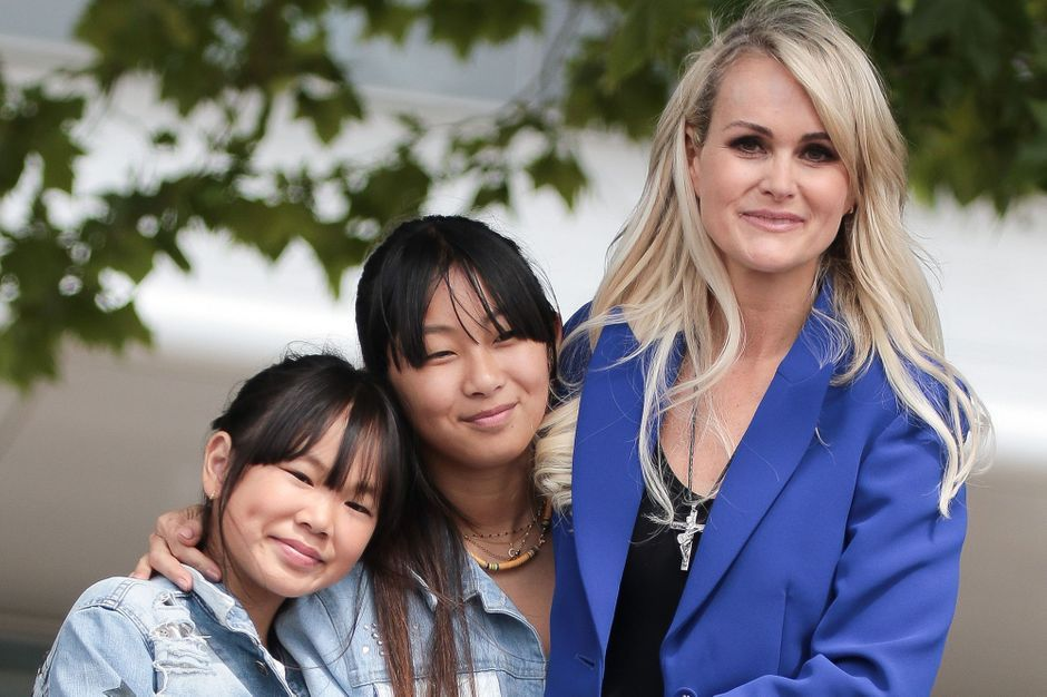 Laeticia Hallyday et ses filles, vacances américaines avec Jean Reno