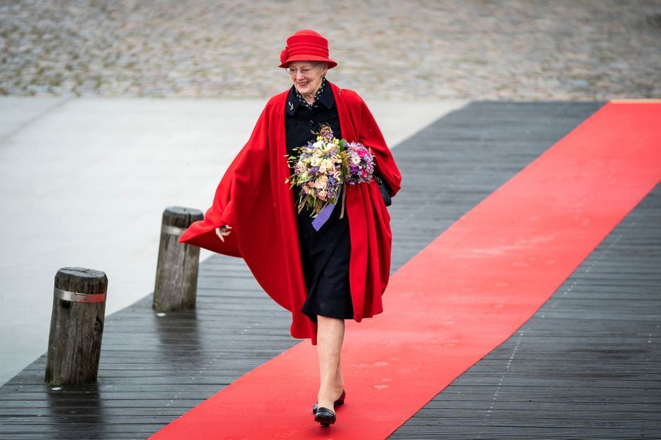 La reine Margrethe II de Danemark ravie de remonter à bord du Dannebrog, son yacht royal