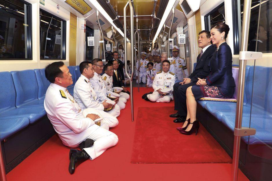 Rama X : Ubu roi à Bangkok