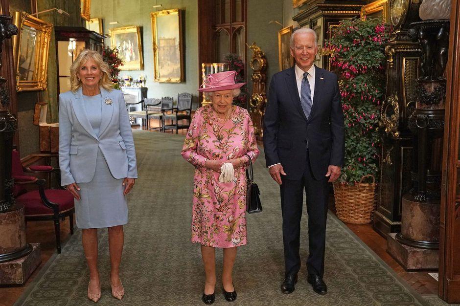 Elizabeth II accueille Jill et Joe Biden à Windsor pour le thé