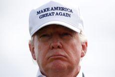 Drapeaux mexicains et arc-en-ciel : Donald Trump chahuté en Ecosse