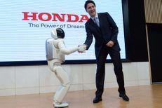 Justin Trudeau et le robot japonais