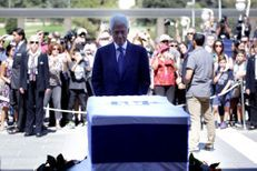 L'émotion de Bill Clinton devant le cercueil de Shimon Peres