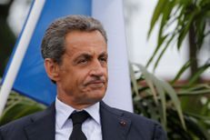 Nicolas Sarkozy tire tous azimuts