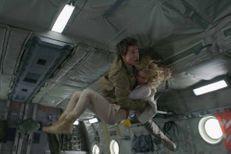 """Tom Cruise évite le crash dans la bande-annonce de """"La Momie"""""""