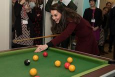 Kate n'est pas la reine du billard…