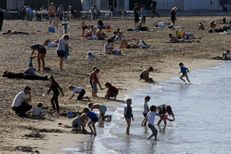 Sur les plages françaises, des CRS nageurs-sauveteurs armés